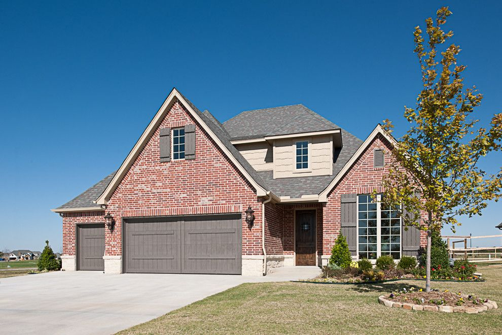 Acme Brick for a Traditional Exterior with a Brick and Otter Creek by Acme Brick Company