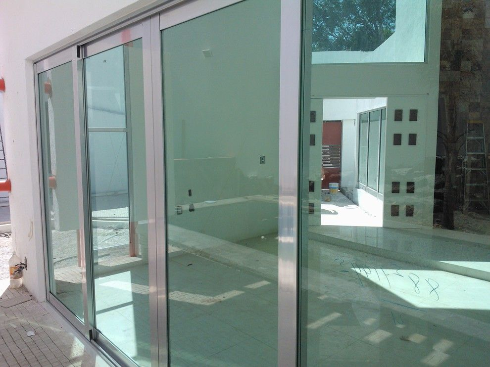 Alumax for a Contemporary Spaces with a Cristal Templado and Aluminio Natural Brillante by José