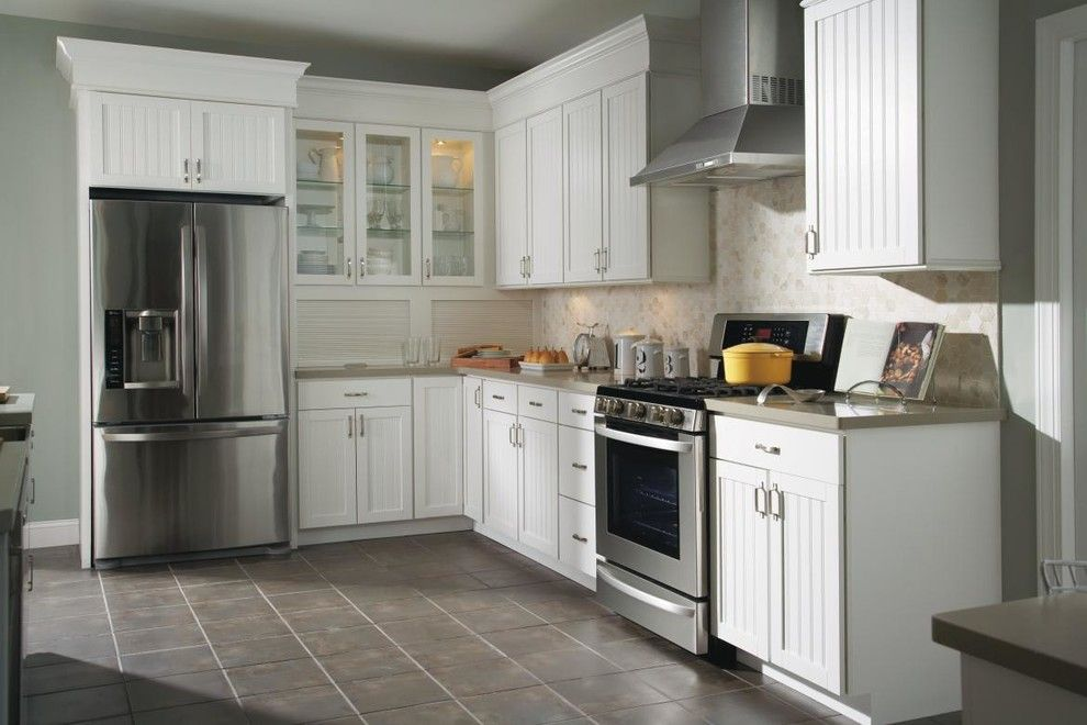 Aristokraft Cabinets for a Traditional Kitchen with a Range Hood and Aristokraft Ellsworth Kitchen Cabinets by Masterbrand Cabinets, Inc.