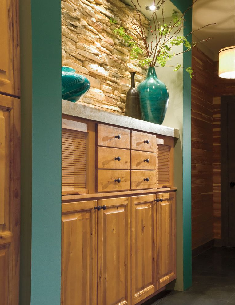 Aristokraft Cabinets for a Traditional Kitchen with a Slab Front Door and Aristokraft Cabinets by Hager Cabinets Inc.