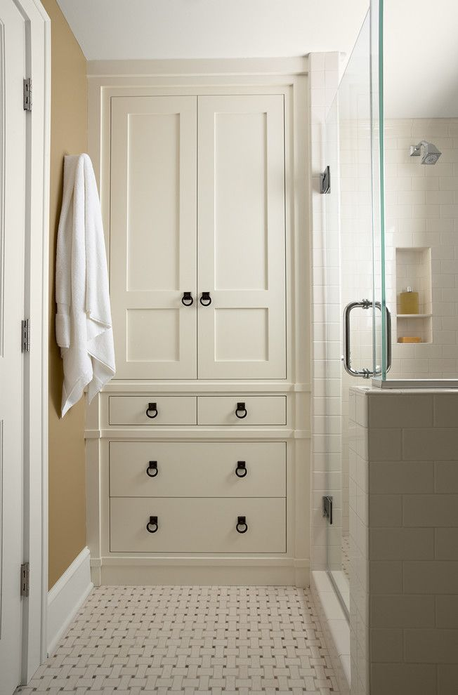 Ashley Norton Hardware for a Traditional Bathroom with a Beige Walls and Casa Verde Design by Rosemary Merrill Design