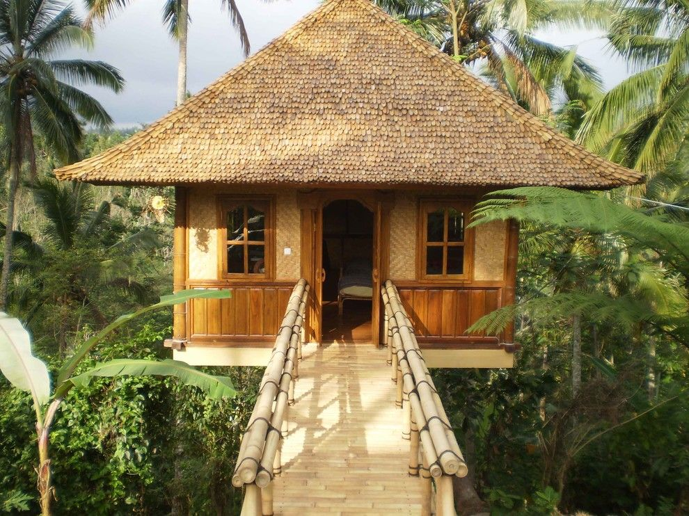 Balis for a Tropical Shed with a Windows and Owner's Workspace at the Sarinbuana Eco Lodge by Pt Bali Greenworld
