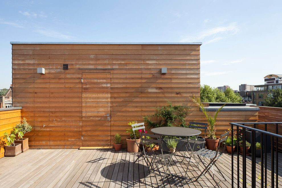 Batte Furniture for a Contemporary Deck with a Renovation and London Fields E8 by Scenario Architecture