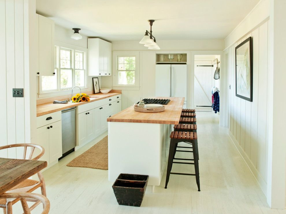 B&b Appliance for a Modern Kitchen with a Natural Fiber Carpet Runner and Shelter Island Heights by Schappacherwhite Architecture D.p.c.