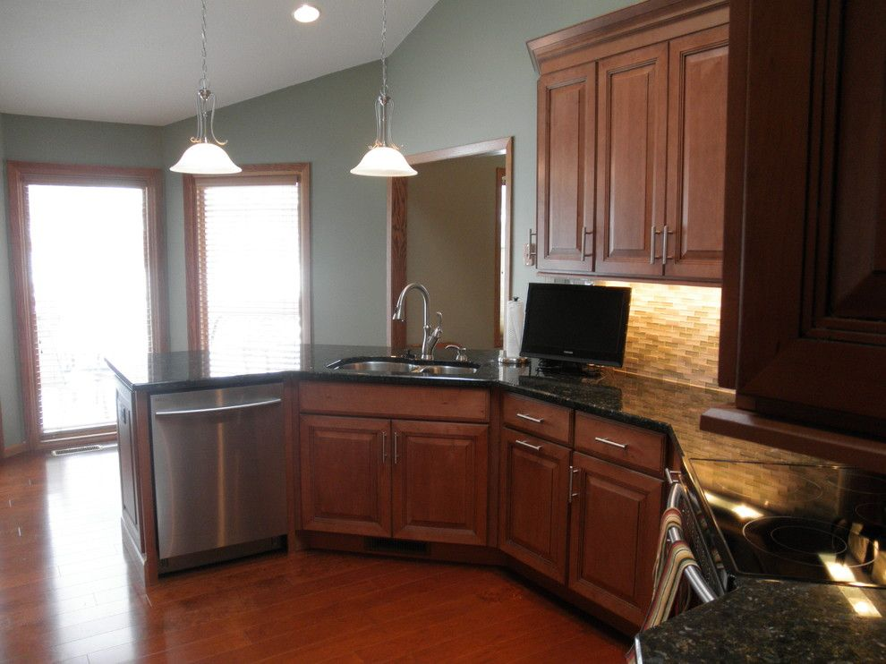 Behr Deckover Reviews for a Traditional Kitchen with a Stainless Steel Appliances and Maple Kitchen Cabinets | Carlton Door Style | Cliqstudios by Cliqstudios Cabinets