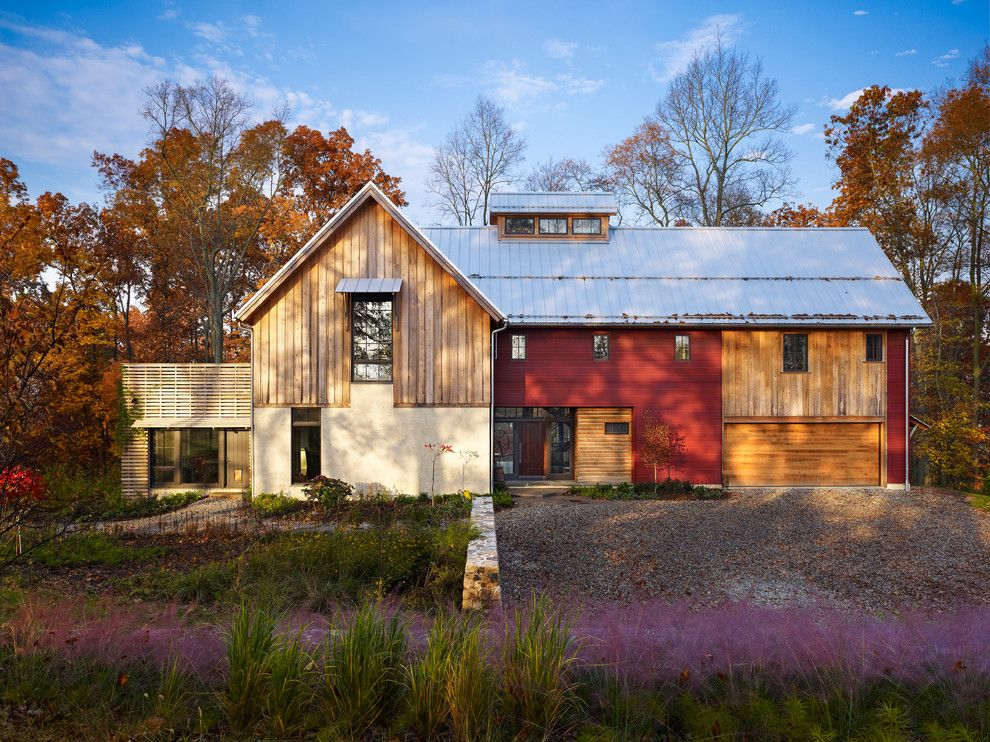 Bison Building Materials for a Farmhouse Exterior with a Grasses and Bragg Hill by Moger Mehrhof Architects
