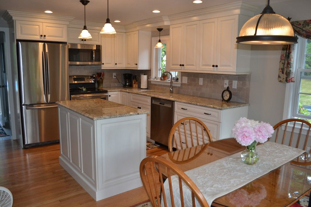 Cabico Cabinets for a Traditional Kitchen with a Tile Backsplash and Wire Road, Merrimack Kitchen by Granite State Cabinetry