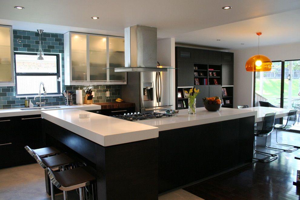 Caesarstone Quartz for a Contemporary Kitchen with a Glass Tiles and Paola Devaldenebro by Paola Devaldenebro