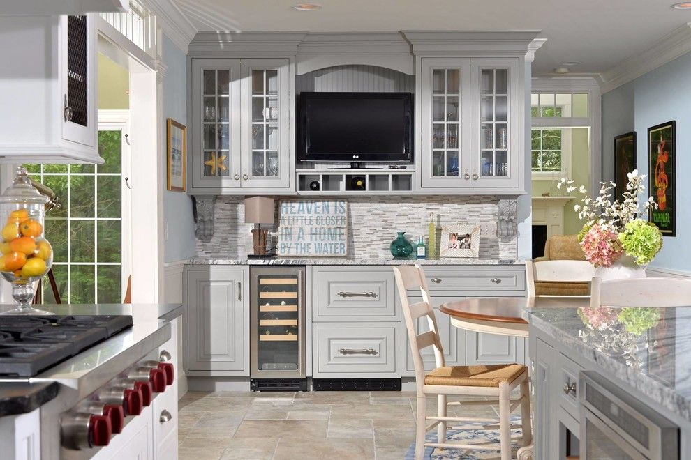 Candlelight Cabinets for a Beach Style Kitchen with a Beige Floor Tile and Candlelight Cabinetry Kitchens by Kitchen World