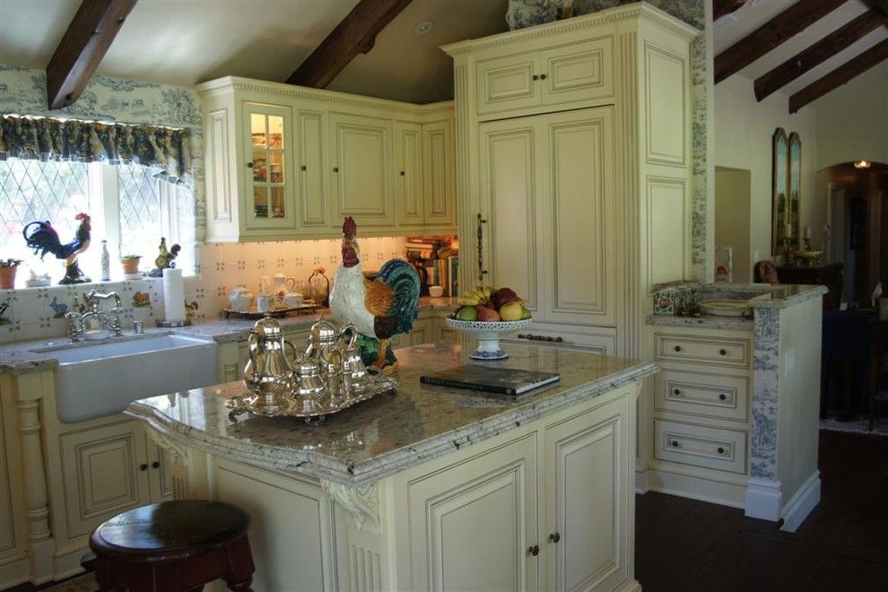 Candlelight Cabinets for a Traditional Kitchen with