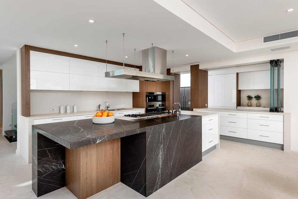 Cesar Stone for a Contemporary Kitchen with a Freestanding Rangehood and Costal House by D Max Photography