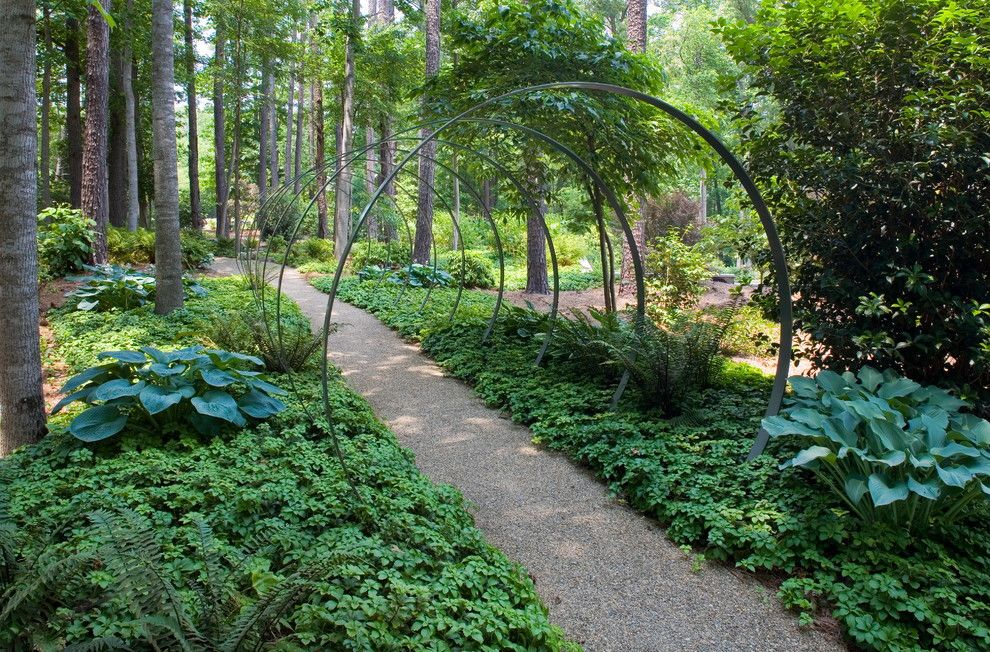 Circlepix for a Modern Landscape with a Ivy and an Outdoor Art Collection by J'nell Bryson Landscape Architecture