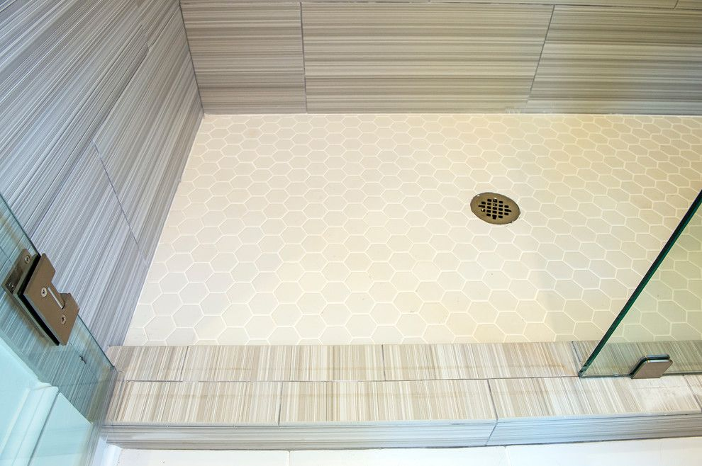 Daltile Keystones for a Traditional Bathroom with a Palmetto Bluff and Palmetto Bluff New Home by Stoneworks, Inc.