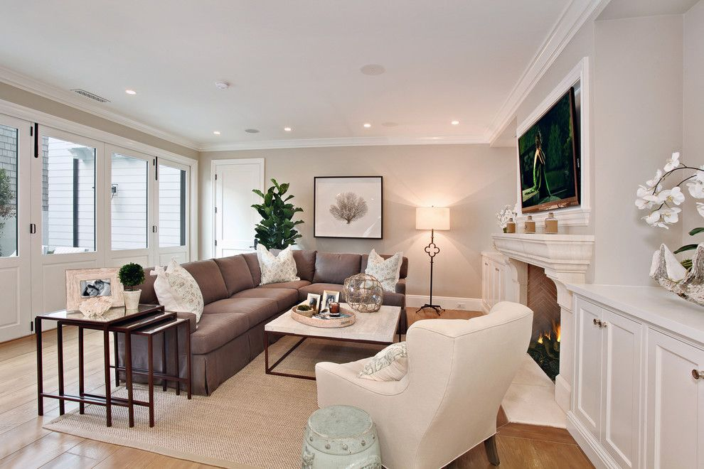 Dunn Edwards Paint for a Beach Style Living Room with a Baseboards and Bayshores Drive by Brandon Architects, Inc.
