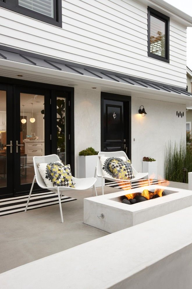 Dunn Edwards Paint for a Transitional Patio with a Siding and Peninsula Point Residence by Eric Aust Architect