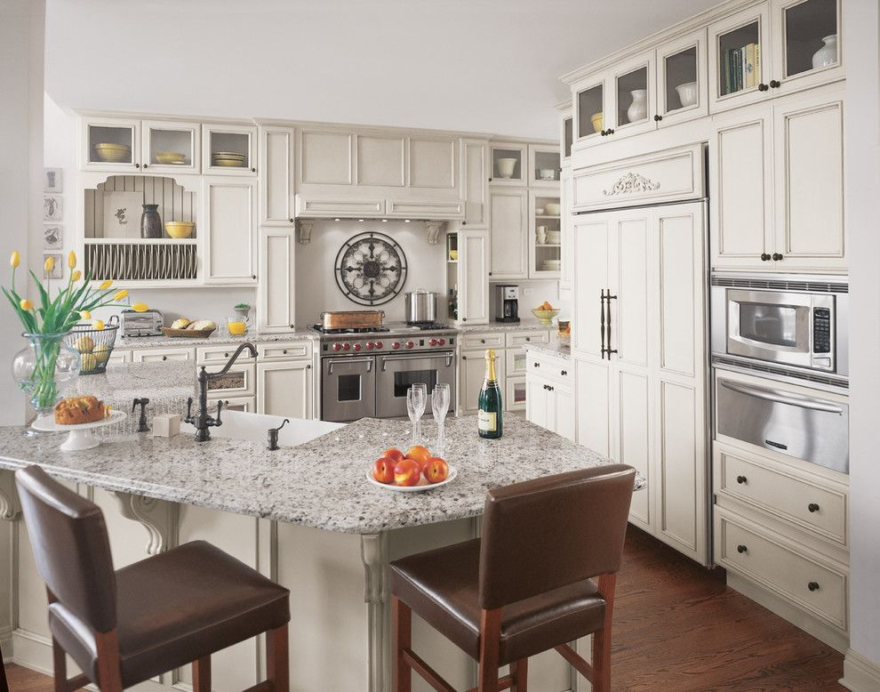 Fieldstone Cabinets for a Traditional Kitchen with a Barstools and Fieldstone Cabinetry in Glenview, a Chicago Suburb by Fieldstone Cabinetry