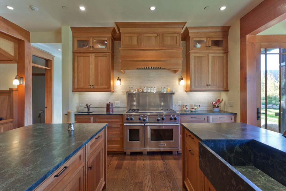 Fine Homebuilding for a Traditional Kitchen with a Beige Wall and Aspen Glen by Kaegebein Fine Homebuilding