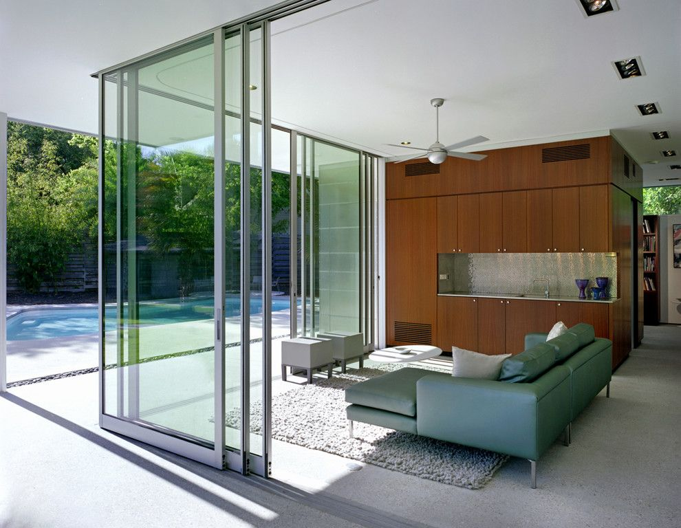Fleetwood Doors for a Modern Living Room with a Sectional and Tarrytown Pavilion by Steinbomer, Bramwell & Vrazel Architects