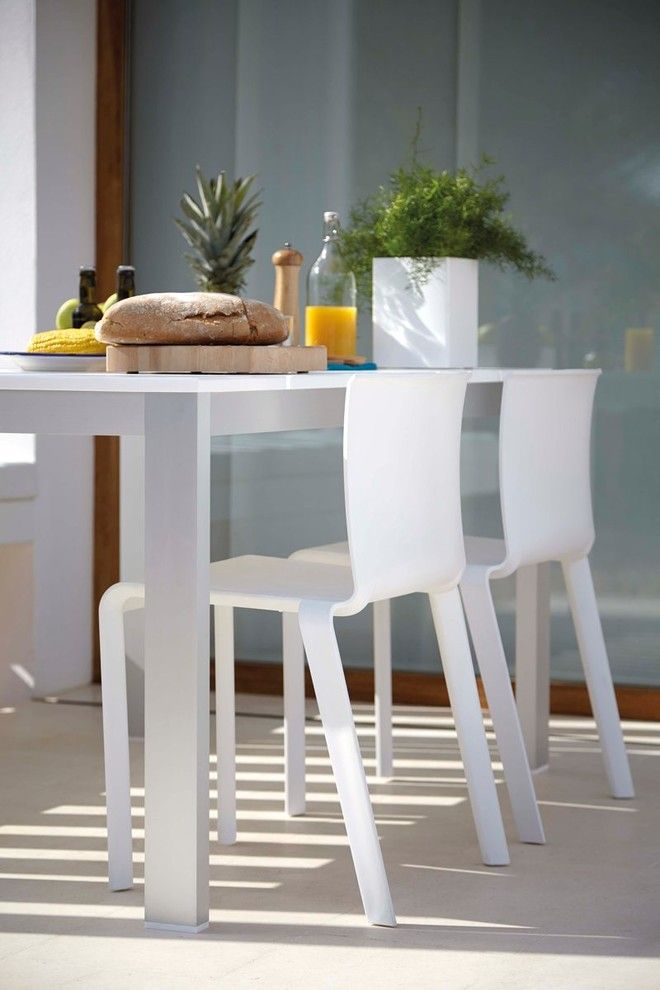 Gandia Blasco for a Modern Dining Room with a White Dining Chair and Dining Room with Gandia Blasco Basic Chair by Up Interiors