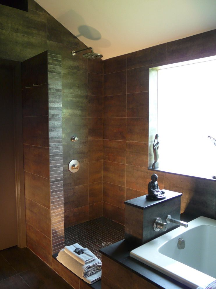 George Morlan Plumbing for a Contemporary Bathroom with a Minimal and Zenbath by Scott Haig, Ckd