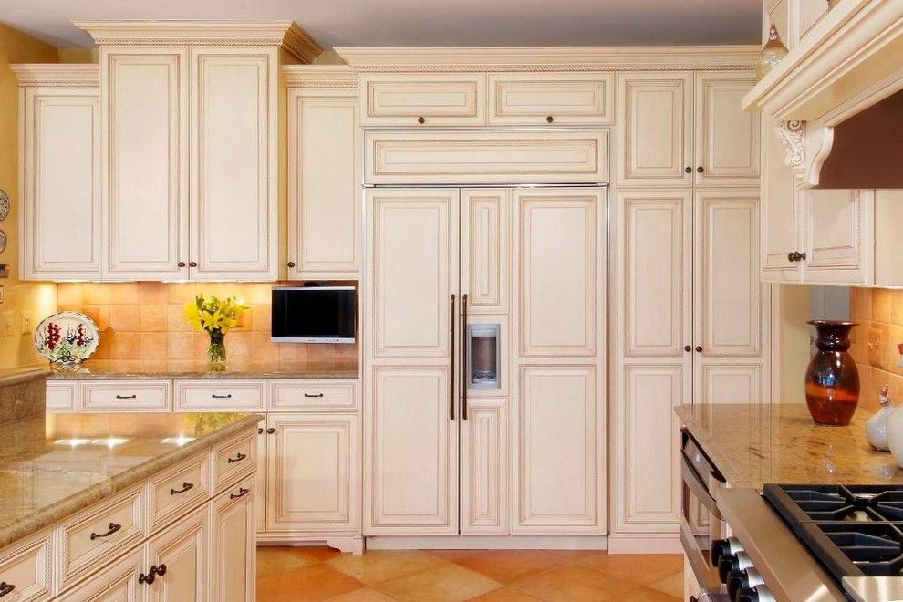 Glazing Cabinets for a Traditional Kitchen with a Granite Countertops and Cubbage Kitchen 5 by Cameo Kitchens, Inc.