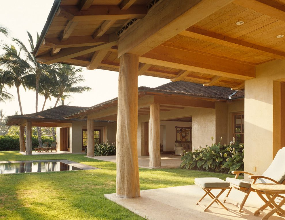 Graber Post Buildings for a Tropical Patio with a Wood Outdoor Ottoman and Guest Lanai by ZAK Architecture