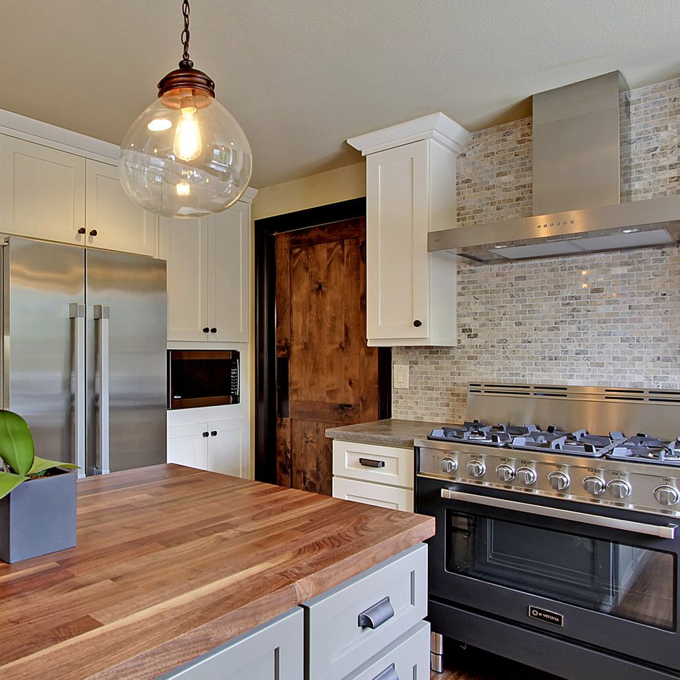 Hammerton Lighting for a Contemporary Kitchen with a Glass Pendant Light and Verona Appliances by Verona Appliances