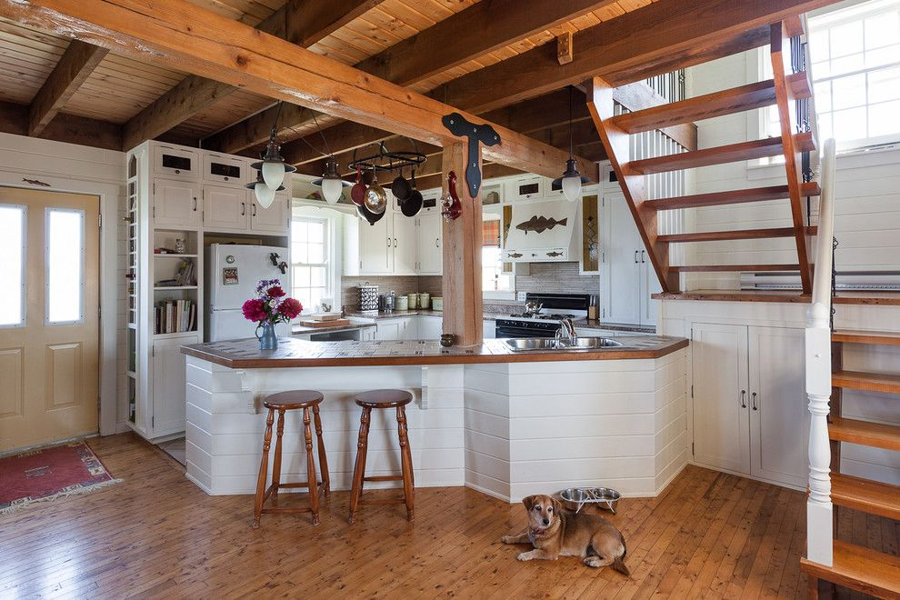 Heritage Homes Fargo for a Beach Style Kitchen with a White Appliances and My Houzz: Rustic Summer Home in Heritage Community Trinity by Becki Peckham