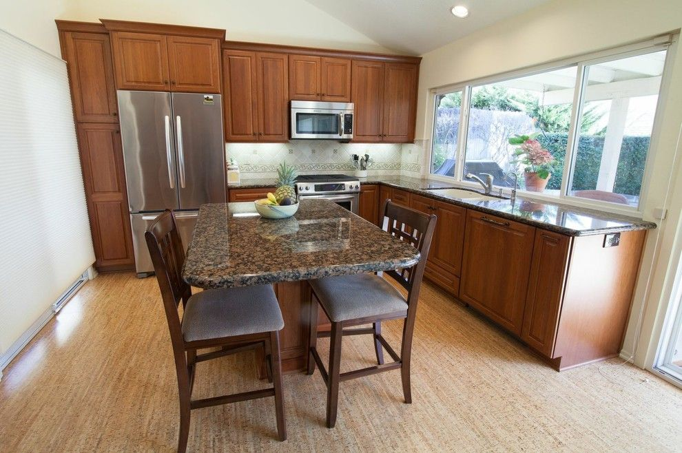 Homecrest Cabinetry for a Traditional Kitchen with a Kitchen and HomeCrest, Maple, Sorrel by Kitchens Etc. of Ventura County