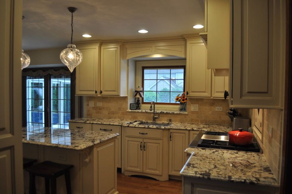 Homewerks for a Traditional Spaces with a Hardwood Flooring and Homer Glen Kitchen by Homewerks