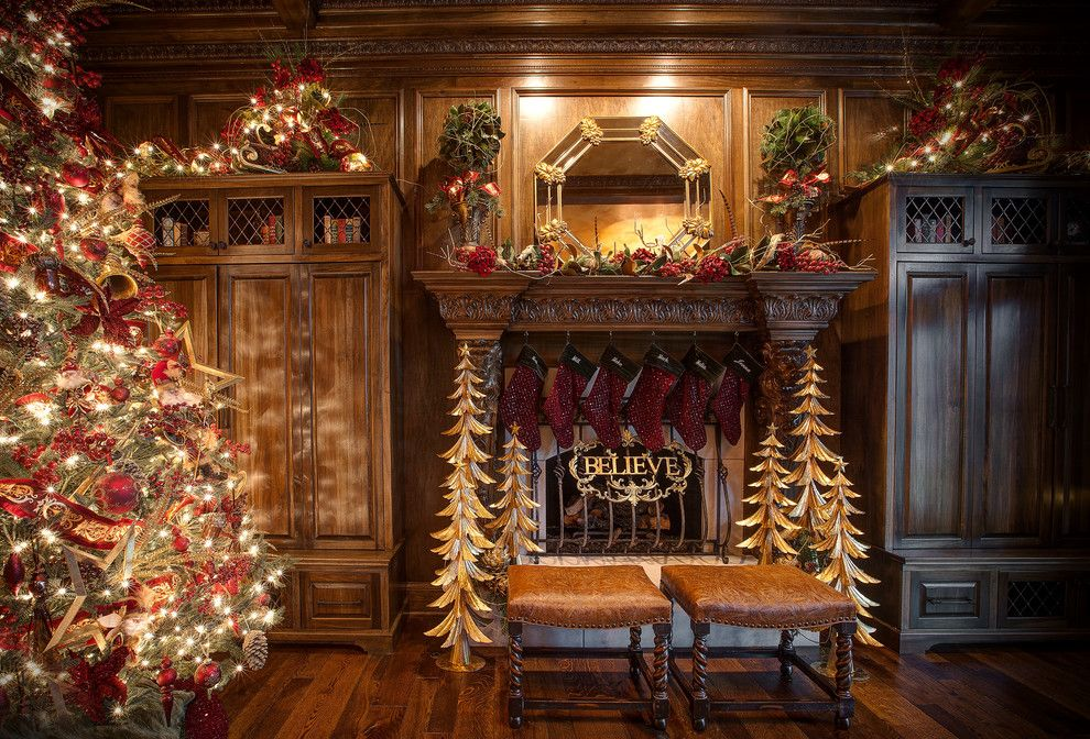 How to Decorate a Mantel for a Traditional Family Room with a Christmas and Christmas Mantel by Linly Designs