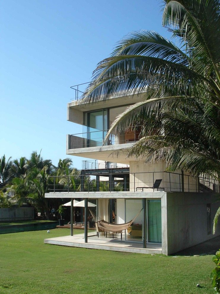 Hurricane Proof House for a Modern Exterior with a Concrete Patio and La Caracola Beach House by Paul Cremoux Studio