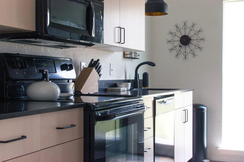 Ikea Akurum for a Midcentury Kitchen with a Midcentury and My Houzz: Dana Mcgill Perez by Angela Flournoy