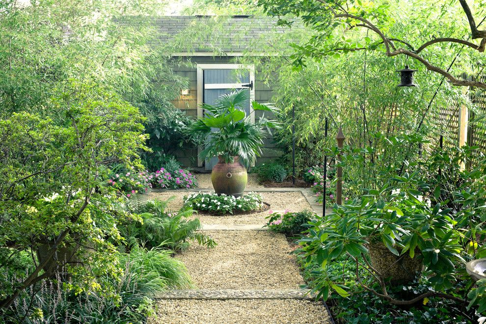 Jung Garden Center for a Traditional Landscape with a Courtyard and an Arlington Residence by Scott Brinitzer Design Associates