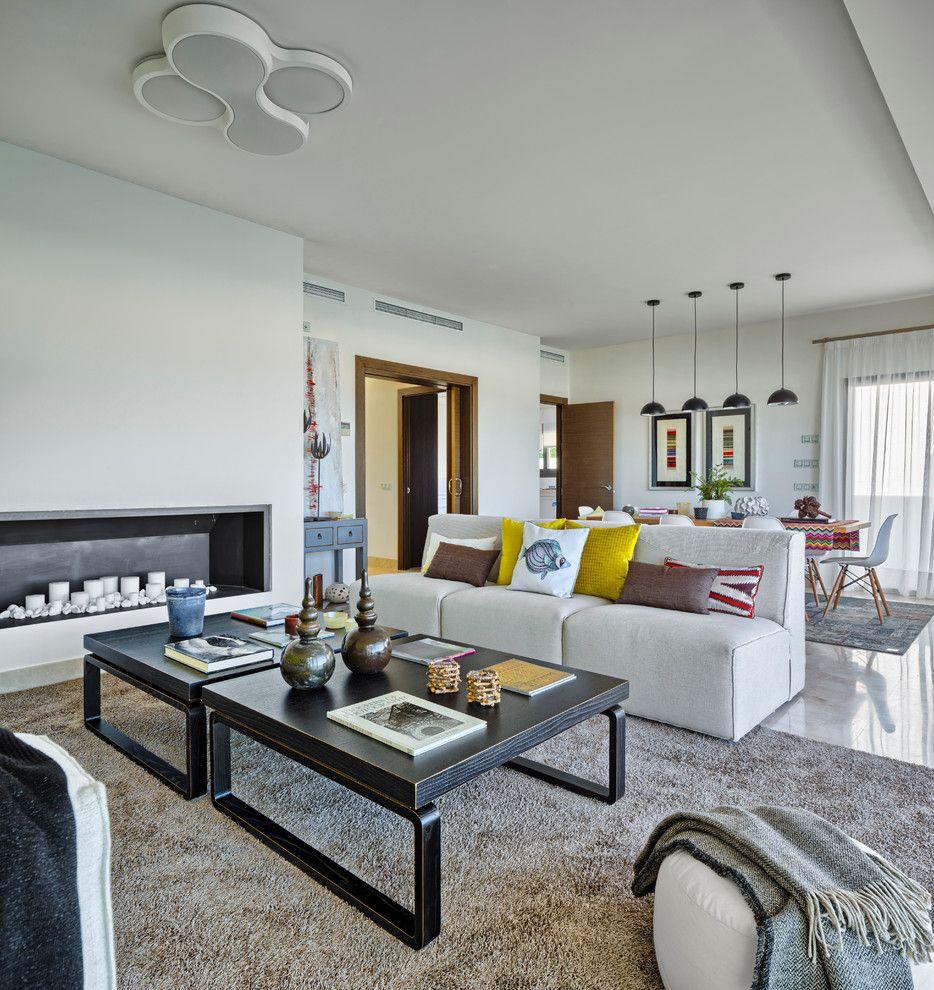 La Mesa Lumber for a Contemporary Living Room with a Cojines Decorativos and the Latest Ideas for a Sunny Villa by La Albaida DiseÑo Interior