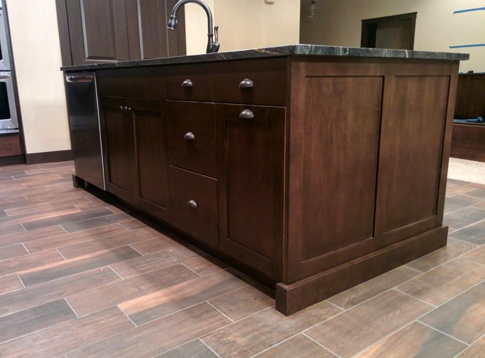 Legacy Cabinets for a Craftsman Kitchen with a Shaker Style and Private Residence Kennewick, Wa by Legacy Mill & Cabinet Nw Llc