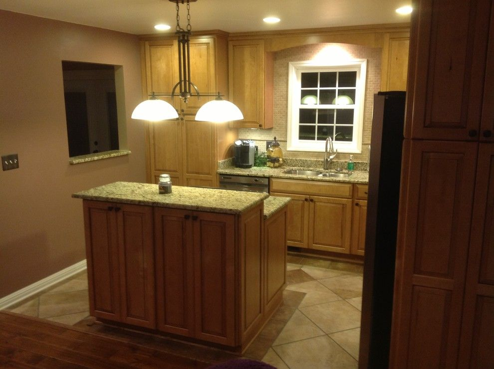 Lowes Kingsport Tn for a Traditional Kitchen with a Kraftmaid Cabinetry Portsmith Maple Squ and Lowe's Kitchen Designs by Lowe's of Elizabethton, TN #2509