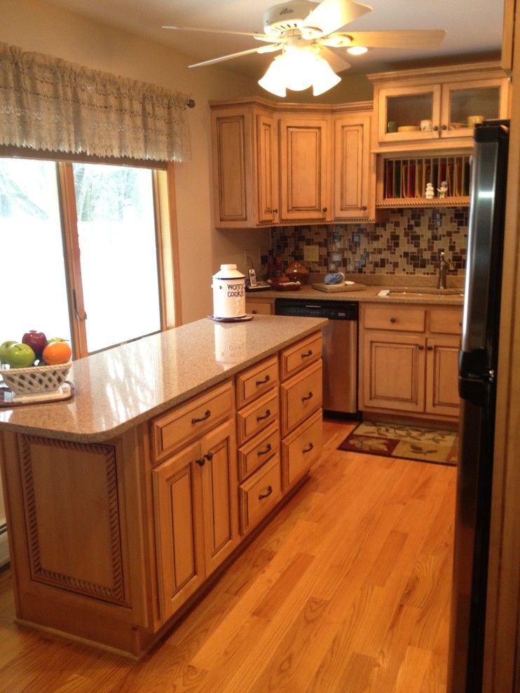 Lowes New Hartford Ny for a Traditional Kitchen with a Island and Kraftmaid Montclair Maple Island by Lowe's of New Hartford, Ny