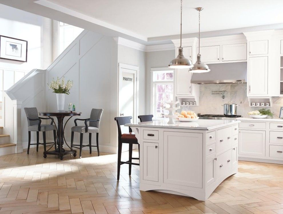 Masterbrand Cabinets for a Traditional Kitchen with a Traditional and Decora Cabinetry: Prescott Beaded Inset Maple White by Masterbrand Cabinets, Inc.