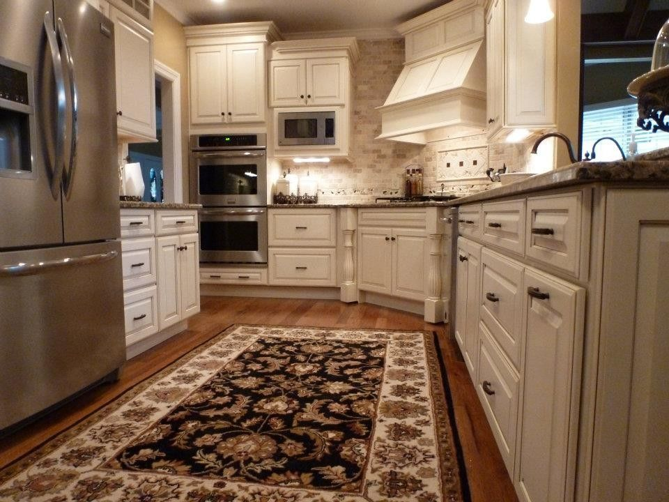 Medallion Cabinets for a Traditional Kitchen with a Granite Top and Kitchen Portfolio by Kitchens by Woody's