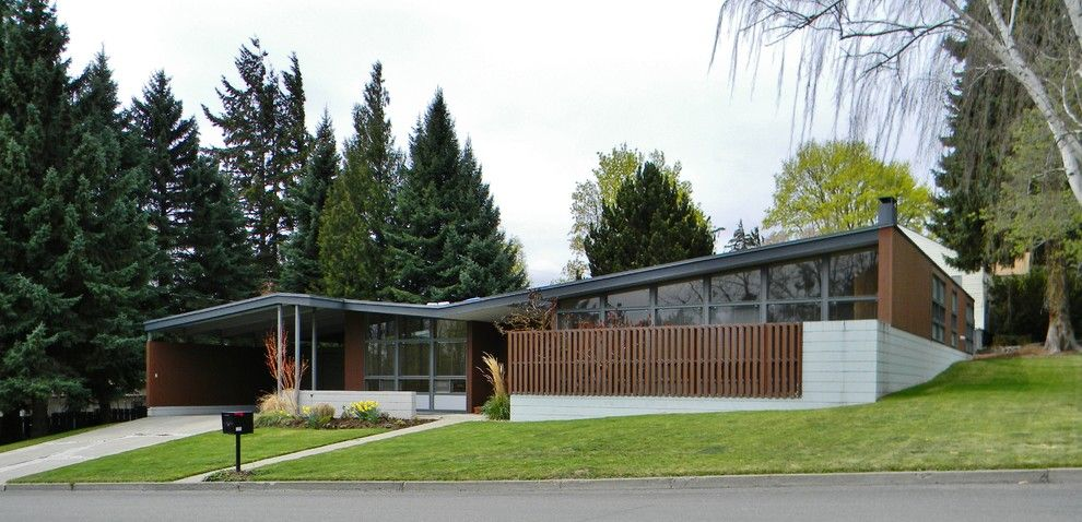 Midcentury Modern for a Midcentury Exterior with a Lawn and Rural Mid Century Modern by Kimberley Bryan