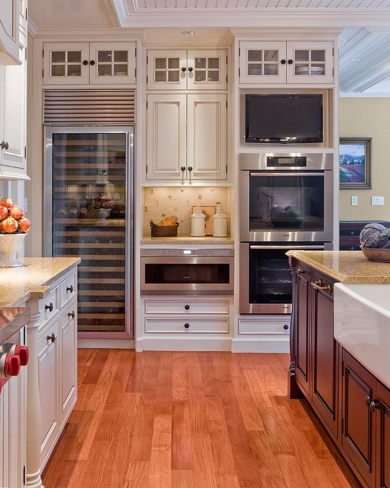 Mountain High Appliance for a Traditional Kitchen with a Wood Flooring and Sudbury Kitchen by Venegas and Company