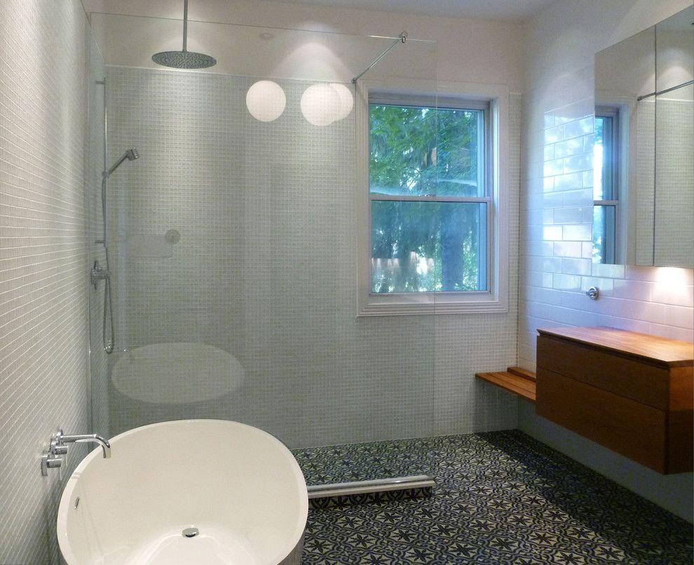 Nadeau Furniture for a Contemporary Bathroom with a Modern Bathroom and Résidence Côte Ste Catherine by Johanne Nadeau Studio