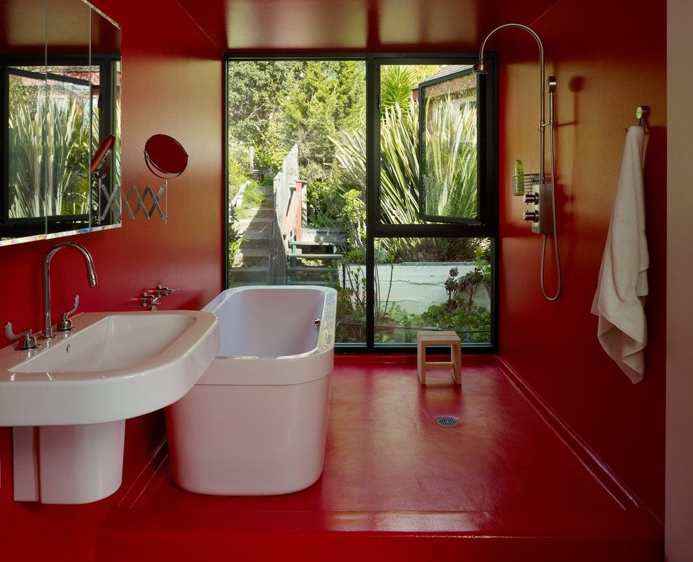 Painted Plywood Floors for a Modern Bathroom with a Tile Less and Chavetta Residence by Aaa Architecture