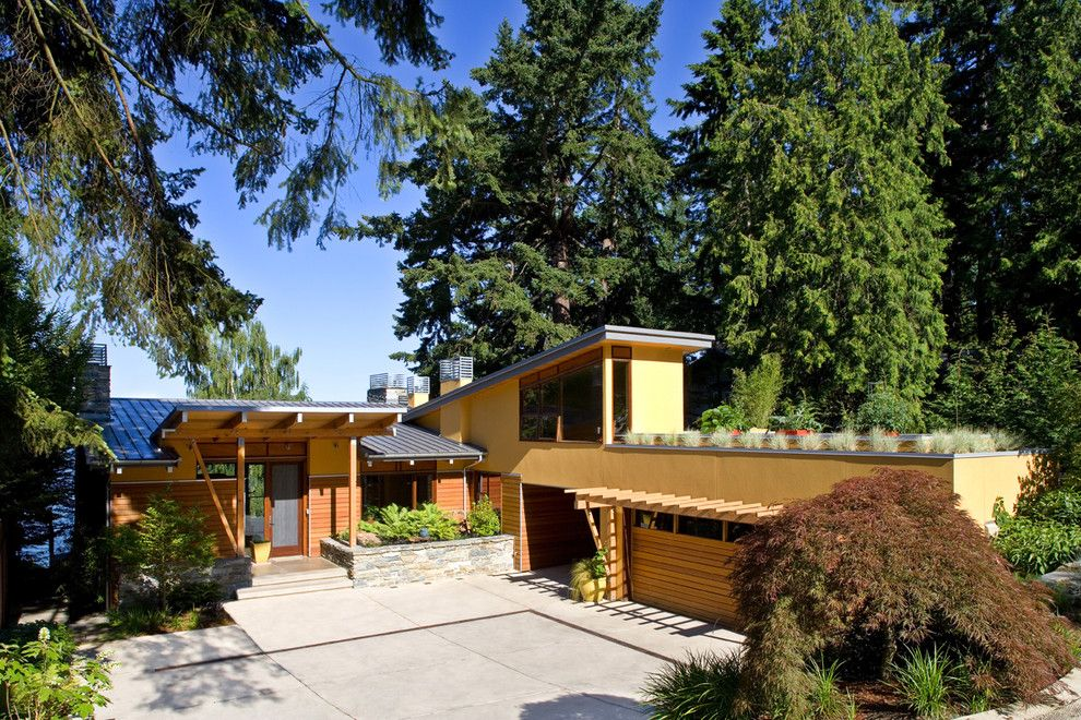 Parapet Wall for a Midcentury Exterior with a Front Door and Lake Washington Residence by Darwin Webb Landscape Architects, P.S.