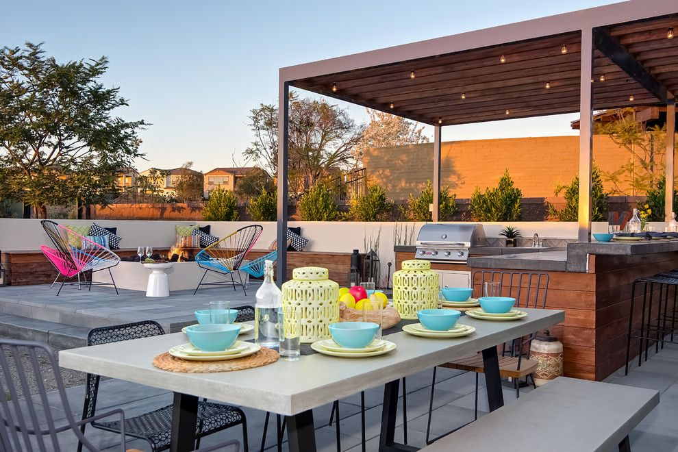 Ren Wil for a Contemporary Patio with a Lanterns and Real Estate Photography Portfolio by Linova Photography