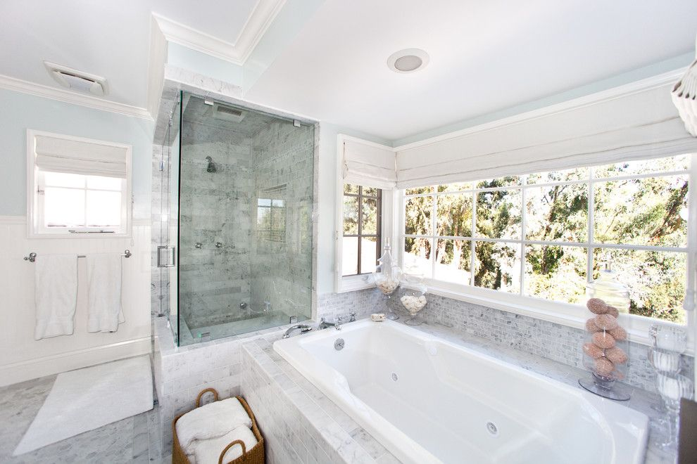 Roman Tub for a Contemporary Bathroom with a Neutral Colors and Globus Builder by Globus Builder