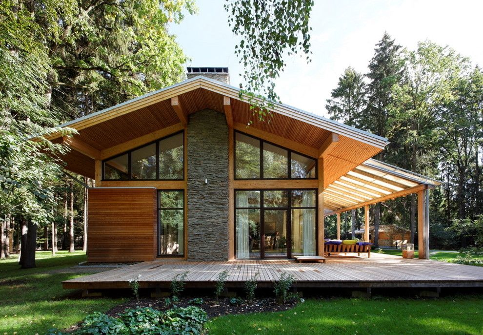 Roof Overhang for a Contemporary Exterior with a Gable Roof and