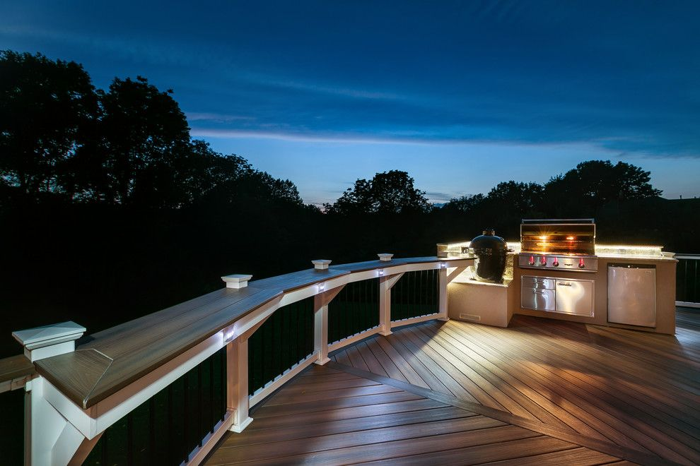 Roof Overhang for a Transitional Deck with a Bar Rail and Fiberon by Fiberon Decking