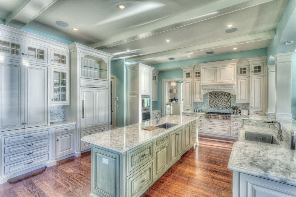 Sewell Appliance for a Traditional Kitchen with a Applied Moulding and Sewell's Point, Florida by Superior Kitchens, Inc